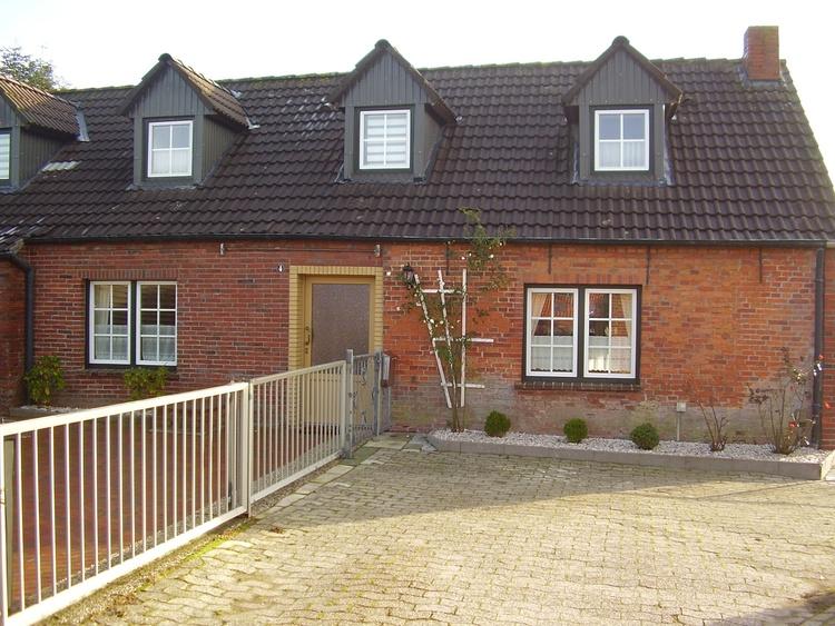 Ferienhaus Nesse, Ostfriesland Ferienhaus 4 Schlafzimmer mit Hund ...