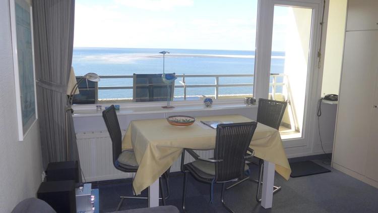 ferienwohnung borkum ostfriesische inseln wohnstudio mit meerblick balkon ferienwohnung. Black Bedroom Furniture Sets. Home Design Ideas