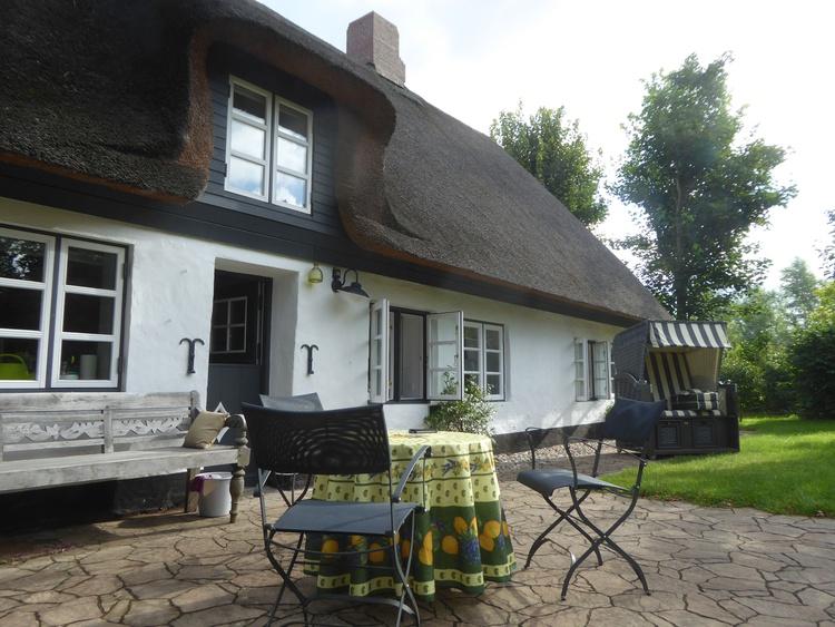ferienhaus humptrup nordfriesland idyllisches reetdachhaus ferienwohnung ferienh user. Black Bedroom Furniture Sets. Home Design Ideas