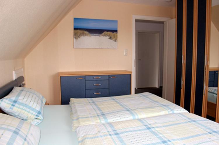 Schlafzimmer mit  2m x 2m Bett