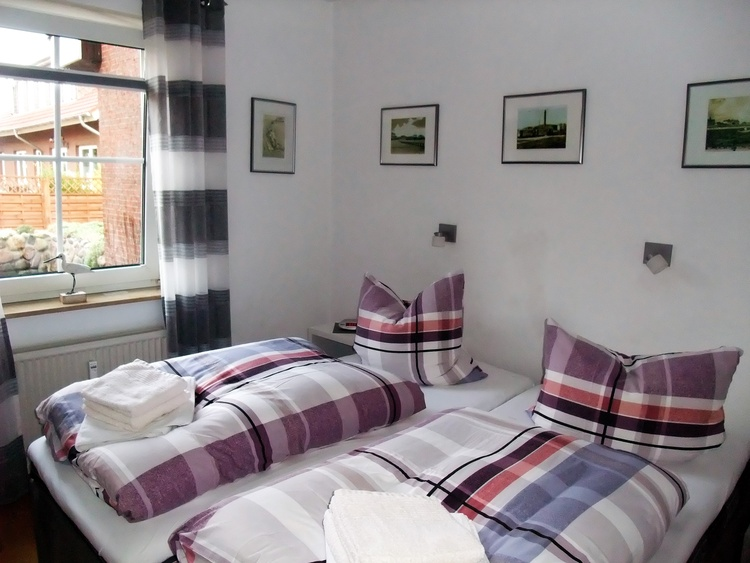 Schlafzimmer mit Polsterbetten