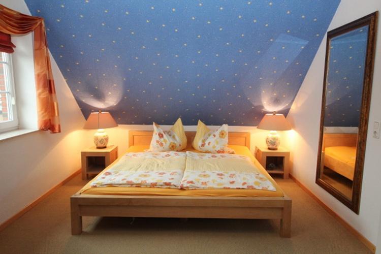 Schlafen unter dem Sternenhimmel im großzügigen Schlafzimmer