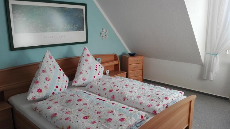 Das große Elternschlafzimmer mit 5-türigem Kleiderschrank