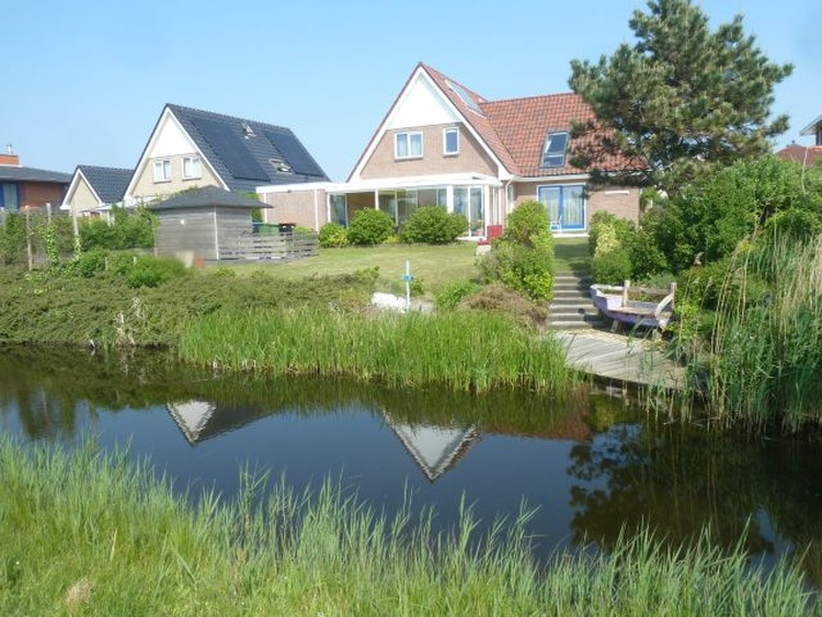 Shore property at the polder channel