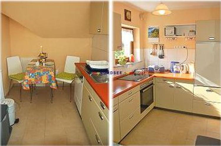 Voll eingerichtete Küche mit Geschirrspülmaschine und Mikrowelle