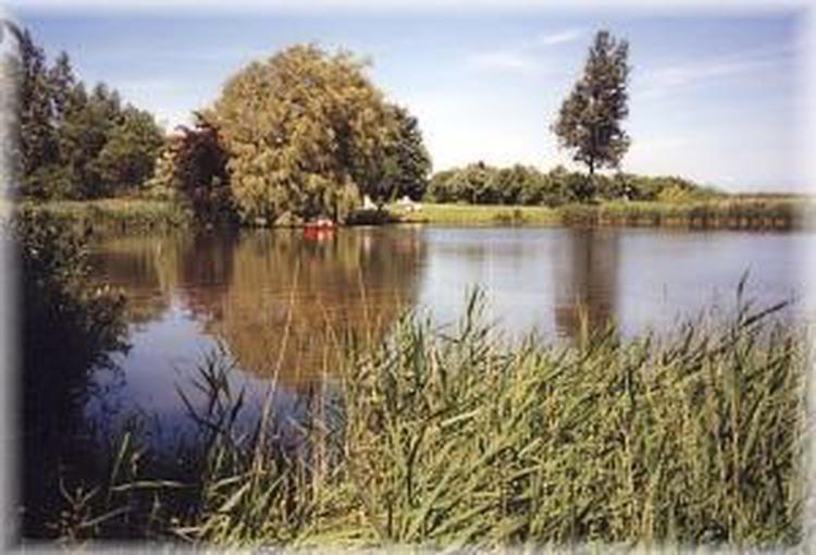 der See am Grundstück