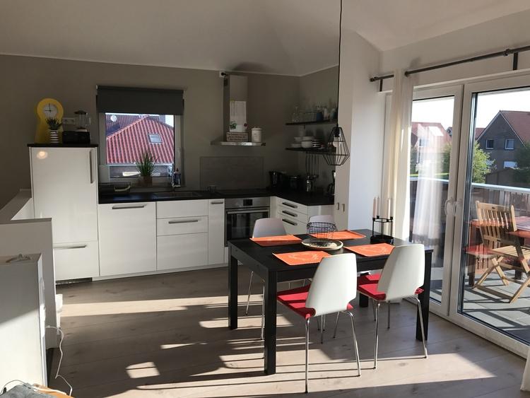 Küchenzeile + Essplatz