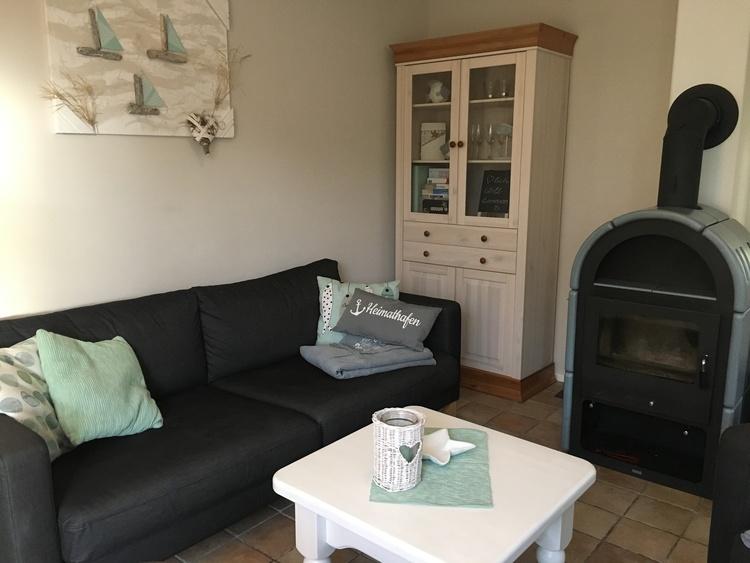 Beachhouse Nordseejuwel Living Room with chimney