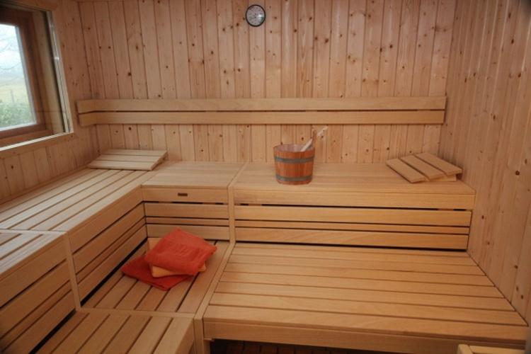 Geräumige neue Helo-Sauna
