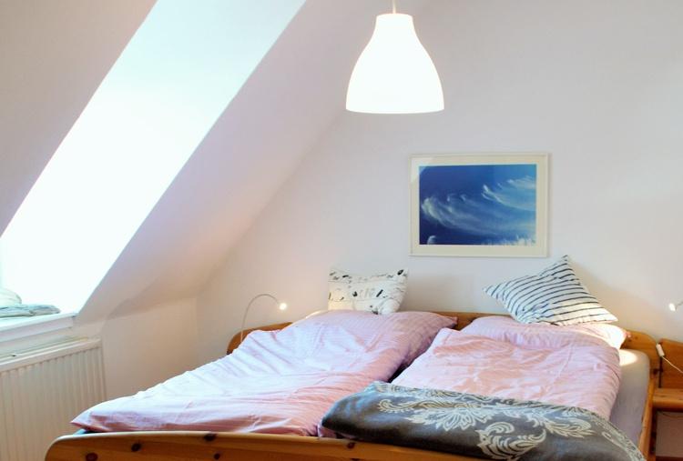 Schlafzimmer mit kuscheliger Dachschräge
