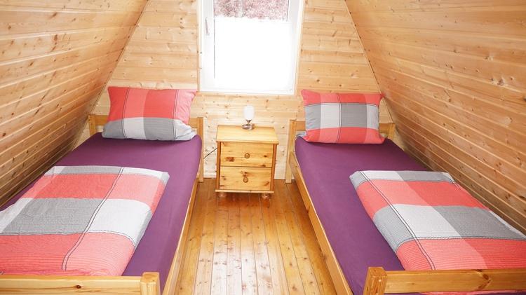 Beide Schlafzimmer verfügen über eine Jalousie.  Bettwäsche wird einmalig gestellt.