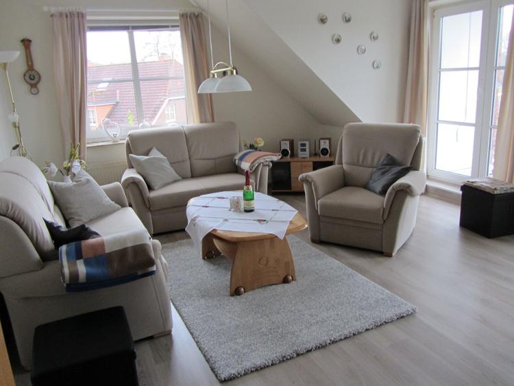 Wohnzimmer 2018 wurde ein neuer Laminatboden gelegt.