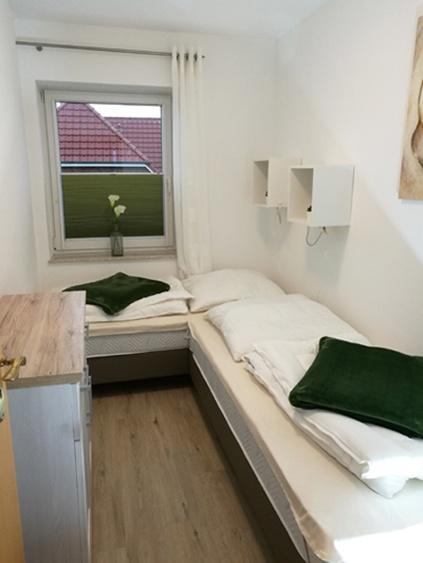 Schlafzimmer mit Einzelbetten FeWo 1-01