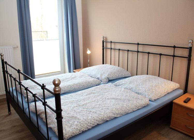 Doppelbett in Schlafzimmer 1