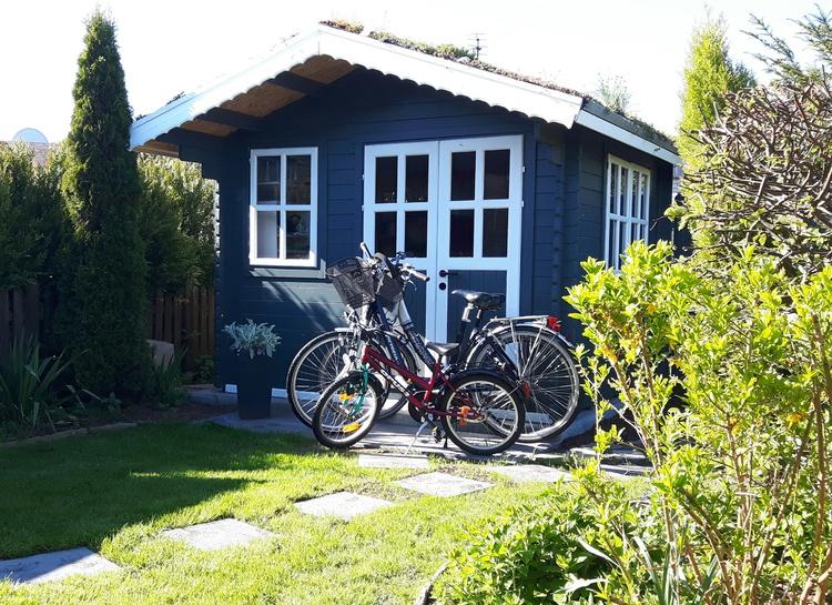 Gartenhaus mit Fahrrädern