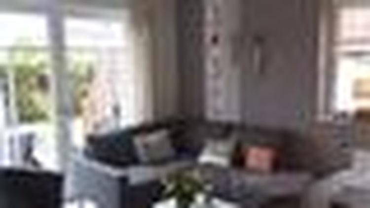 Gemütliches Kuschelsofa im Wohnzimmer