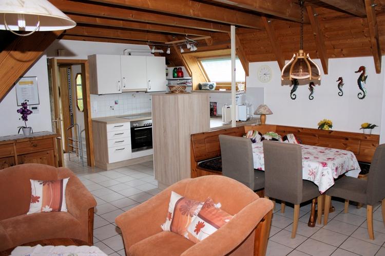 Wohnraum Küche mit Essplatz
