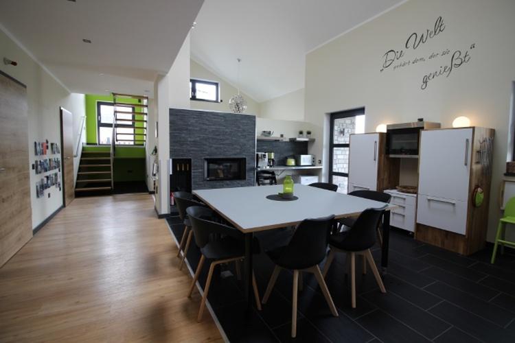 Erdgeschoss offener Eß- und Küchenbereich