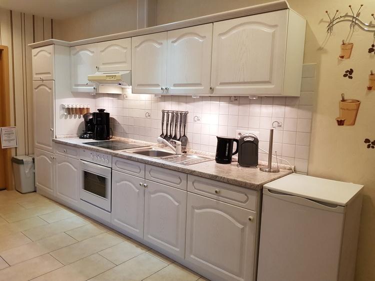 Komplette Einbauküche mit allem drum und dran z.B.Eierkocher,Senseo-Padmaschine,Kaffeemaschine, usw.