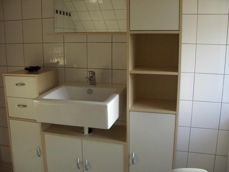 Teilansicht Badezimmer mit Schrankplatz