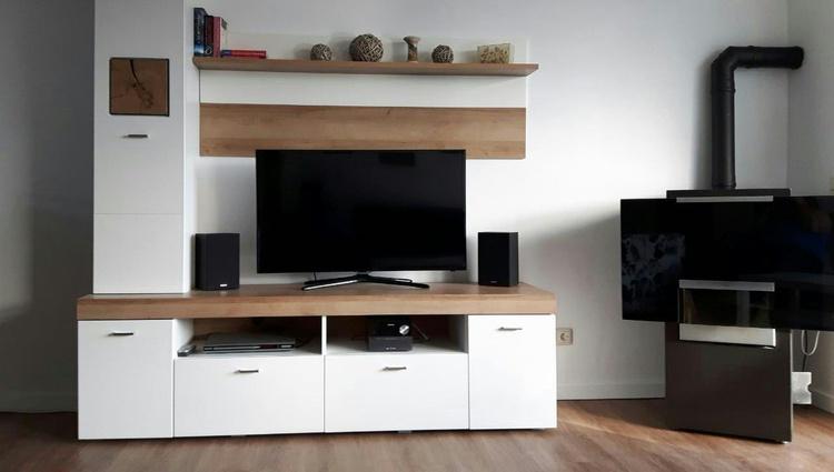 Fernseher im Wohnzimmer und in den Schlafzimmern