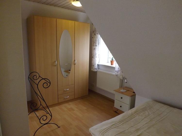 Giebelzimmer mit Doppelbett