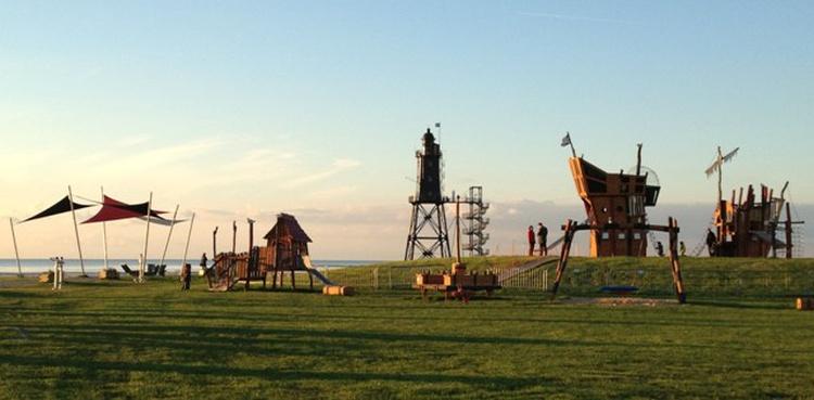 Leuchtturmwiese mit Piratenspielplatz