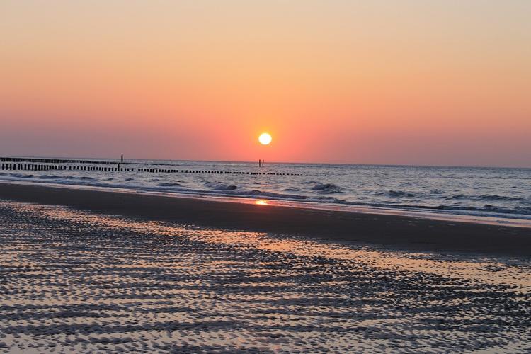 Sonnenuntergang am Strand Schoneveld
