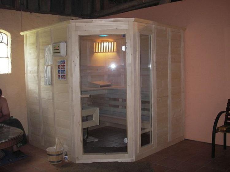 Freizeitraum mit Sauna, Tischtennis und Klickerkasten