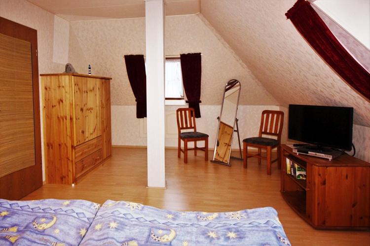 Schlafzimmer 1 mit TV/DVD