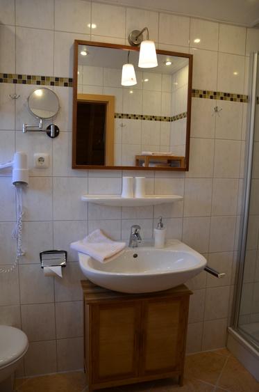 Badezimmer Regendusche Fön Fußbodenheizung