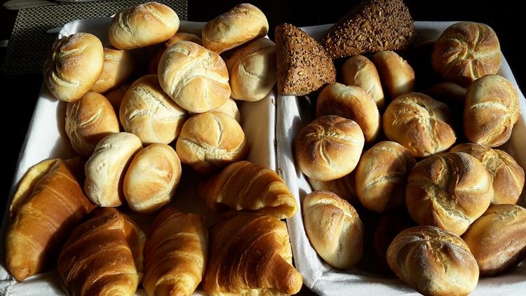 Frühstück oder Brötchenservice.