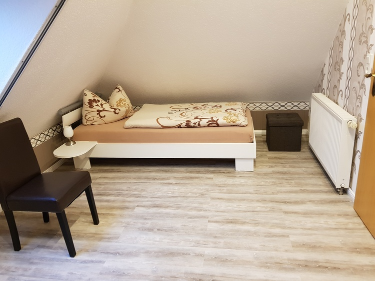 2 Einzelbetten 90 x 200 cm