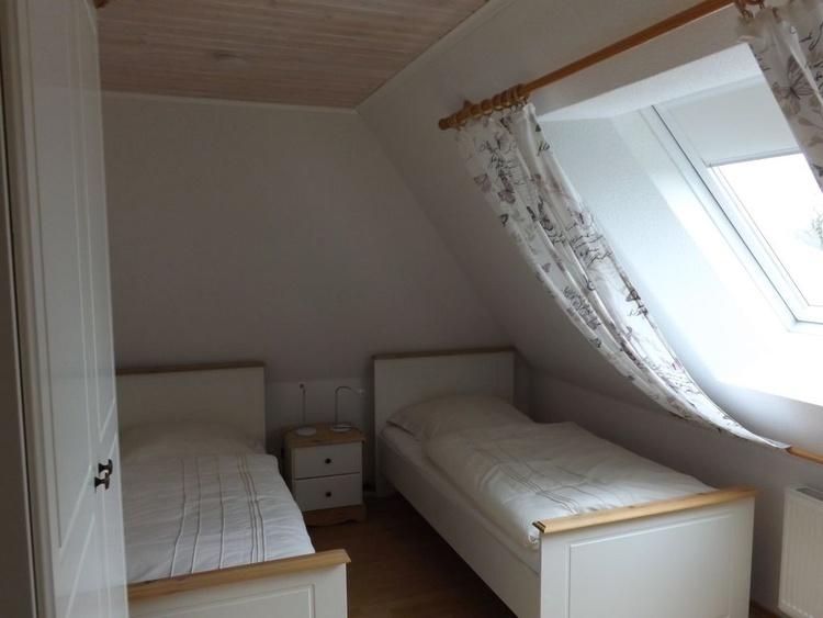 2 Schlafzimmer mit getrennten Betten