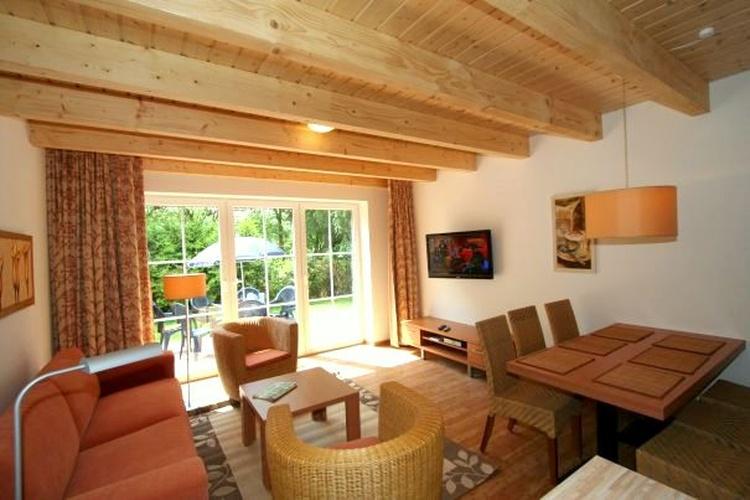 Wohnzimmer mit Essbereich Haus 7
