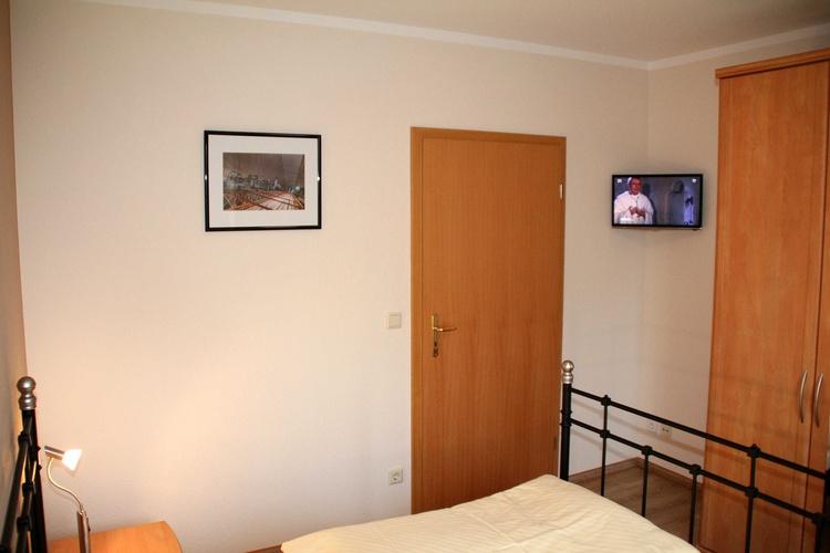 Fernseher in Schlafzimmer 1