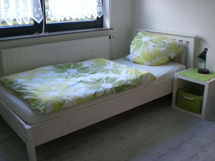 zwei Betten und TV