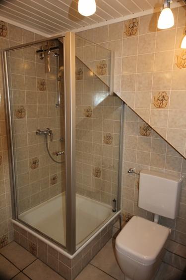 Dusche mit Glasabtrennungen