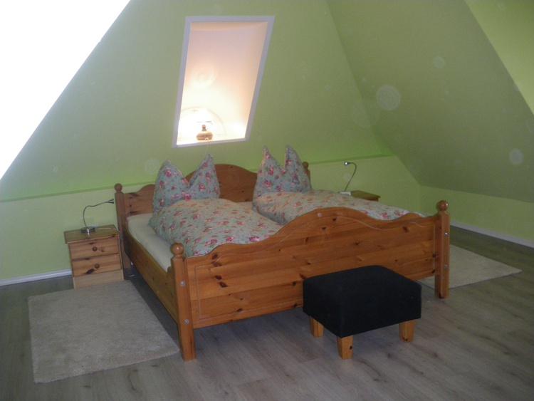 Schlafzimmer oben mit begehbarem Schrank
