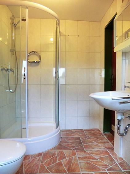 Badezimmer mit Dusche und WC (Alleinnutzung)