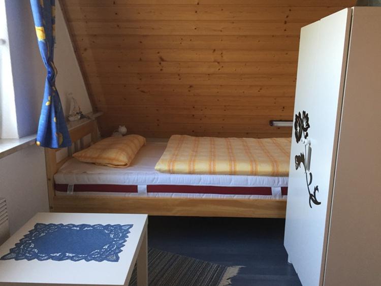 Kinderzimmer mit 2 Einzelbetten 90x200 cm