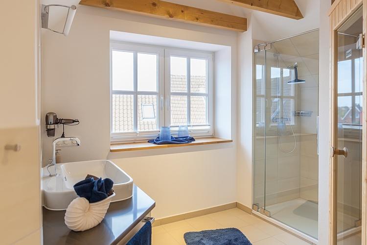 Badezimmer mit fin. Sauna im OG