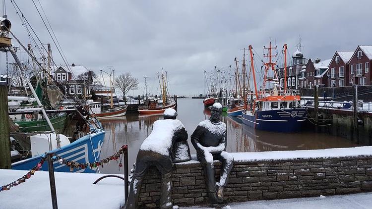 Hafen Neuharlingersiel im Winter