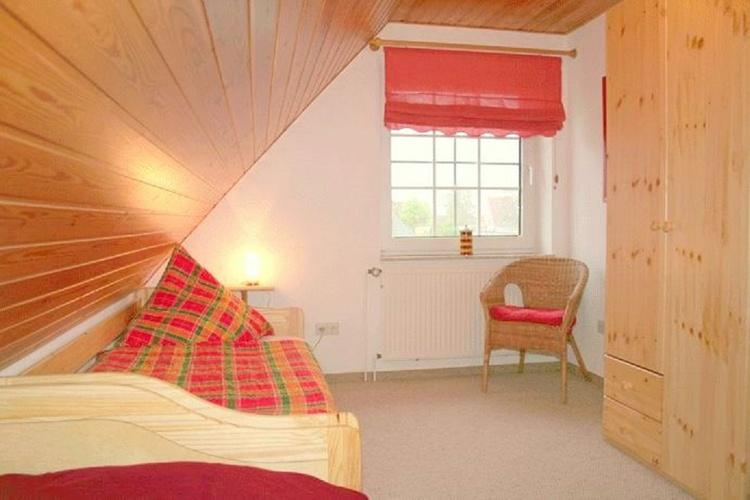 Schlafzimmer mit 2 Betten (OG)