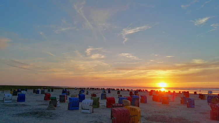 Sonnenuntergang am Sandstrand in Nessmersiel