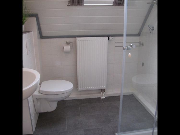 neues Bad mit Dusche und WC