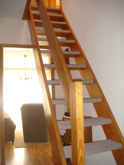 stair case to bedroom II