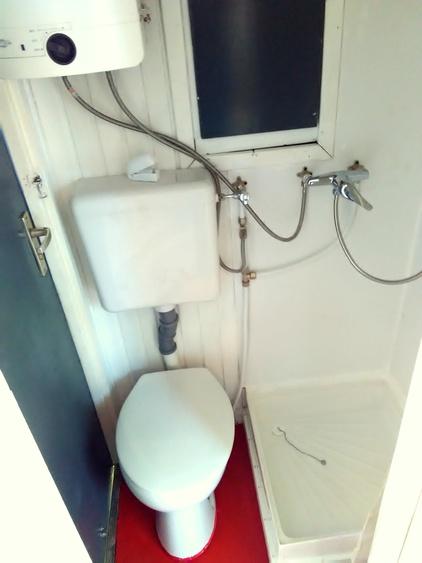 Dusche und WC...