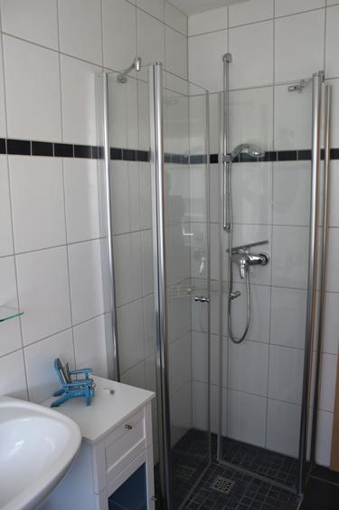Dusche in beiden Bädern