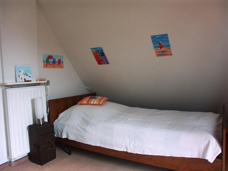 kleines Schlafzimmer mit Einzelbett (1x 2m)
